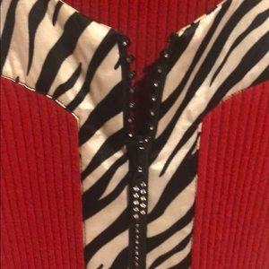 🌸Snazzy zebra print and red sweater tank w zipper